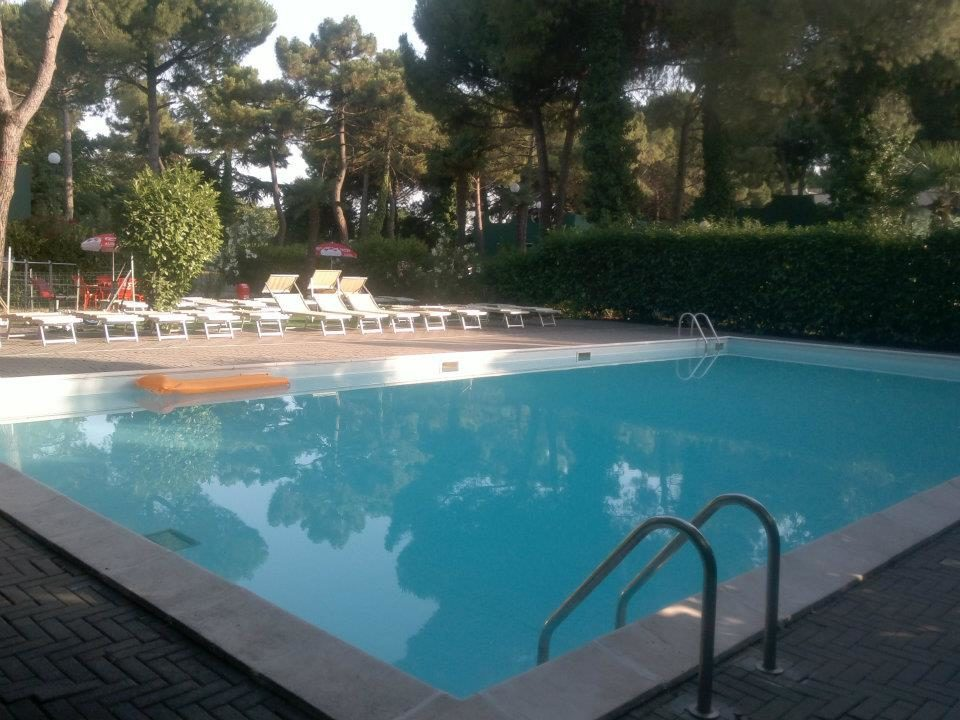 Camping-campeggio-villaggio-Mithos-piscina-Misano-Adriatico-Riviera-Romagna-Romagnola.jpg