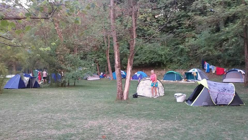 Camping-campeggio-Ponte-Gobbo-Piacenza-Bobbio-piazzole-camper-caravan-roulotte-tenda.jpg