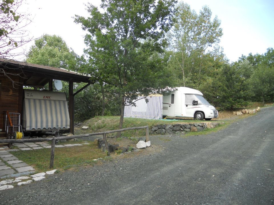 Camping-Campeggio-Village-Rocca-dei-folli-Ferriere-chalet-piazzole-camper-caravan-roulotte-tenda.jpg