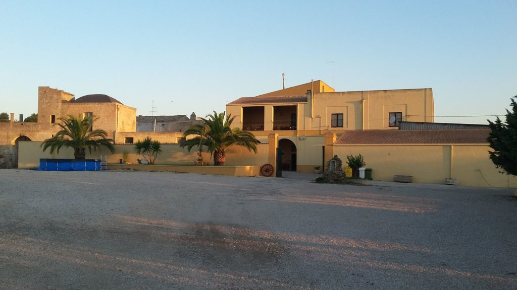 masseria-santa-lucia-al-badrano-matera-area-camper.jpg