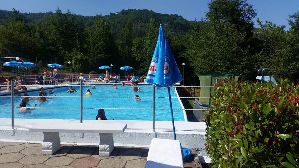 Camping-campeggio-Le-Rossane-Farini-Piacenza-Colline-Appennino-piscina.jpg