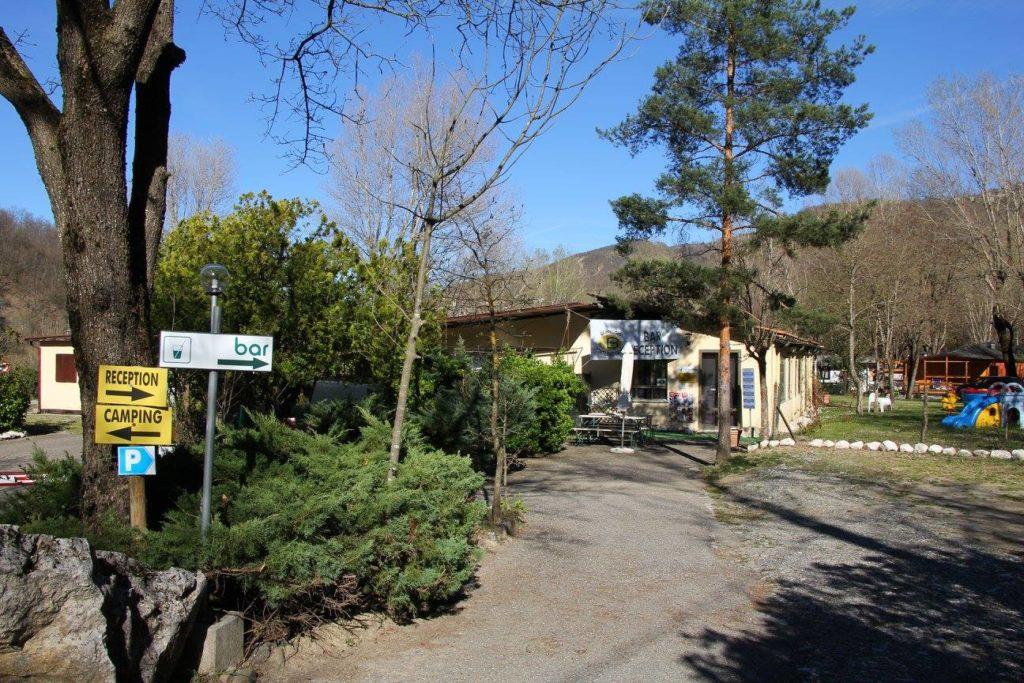 Camping-campaggio-Ponte-Barberino-ingresso-receptionl-Trebbia-Coli-Piacenza.jpg