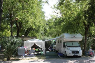 Camping-Tahiti-lido-nazioni-Piazzola camper.JPG